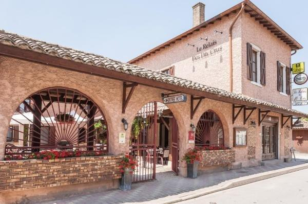 Logis Hotel Le Relais Des Dix Crus - Holiday & weekend hotel in Corcelles-en-Beaujolais