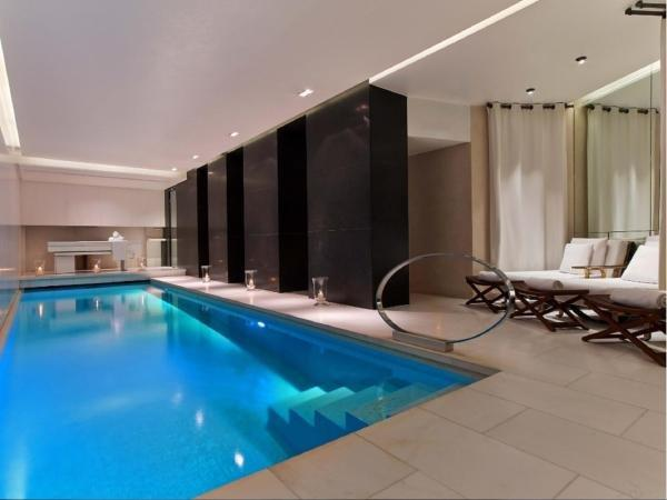 Le metropolitan a tribute portfolio hotel hotel in paris for Hotels in paris with swimming pools