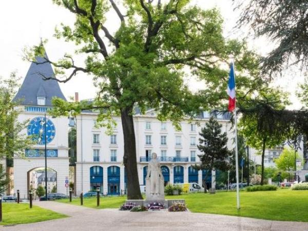 Le Plessis Grand Hotel - Hôtel au Plessis-Robinson
