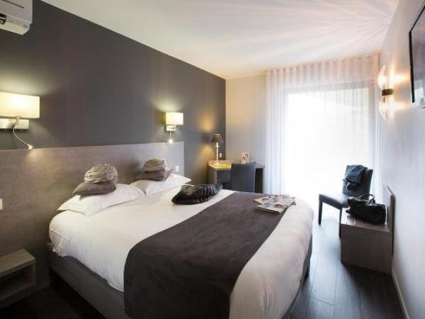 le relais de farrou h tel villefranche de rouergue. Black Bedroom Furniture Sets. Home Design Ideas