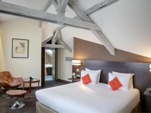 best western premier de la poste spa hotel in troyes. Black Bedroom Furniture Sets. Home Design Ideas