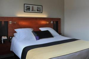 mercure maurepas saint quentin hotel in maurepas. Black Bedroom Furniture Sets. Home Design Ideas