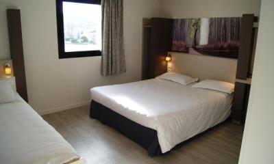 p 39 tit dej hotel clermont ferrand sud h tel aubi re. Black Bedroom Furniture Sets. Home Design Ideas