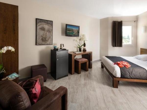 Hotel Le Ya Tis Saint Laurent Des Arbres