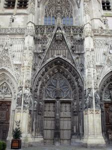 Abbeville - Facade of the Saint-Vulfran collegiate church of Flamboyant Gothic style: central portal