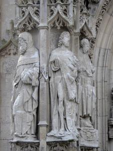 Abbeville - Facade of the Saint-Vulfran collegiate church of Flamboyant Gothic style: statues, sculptures