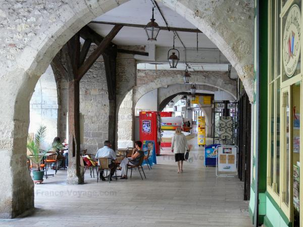 Agen - Under the arcades of the Rue des Cornières street