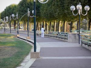Agen - Promenade du Gravier walk, lampposts and trees