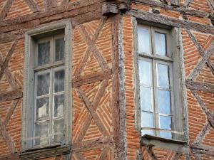 Agen - Windows of an old half-timbered house
