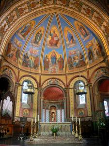 Agen - Inside Saint-Caprais cathedral: choir and frescoes (murals)