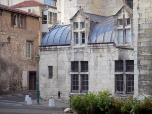 Agen - Saint-Caprais cathedral and house in the old town