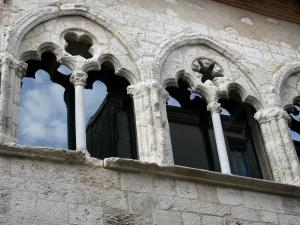 Agen - Gothic windows of the Seneschal's house