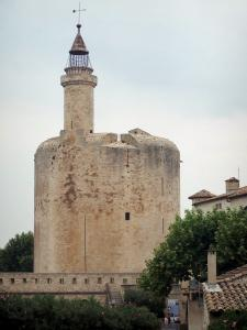 Aigues-Mortes - Constance tower (circular keep) topped wit a wrought iron cage