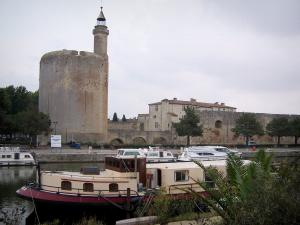 Aigues-Mortes - Constance tower (circular keep), Governor town house, ramparts and moored barges