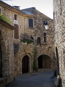 Aiguèze - Alley lined with stone houses