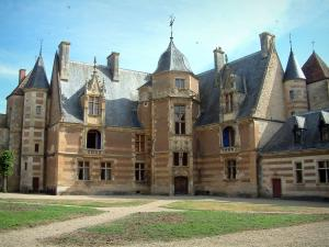 Ainay-le-Vieil castle - Lodge of the Renaissance period
