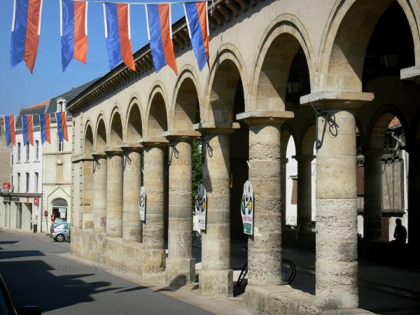 Airvault - Covered market halls of the medieval town