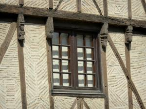 Airvault - Facade of an old house with wood sides