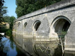 Airvault - Thouet valley: Vernay bridge (medieval bridge) spanning River Thouet