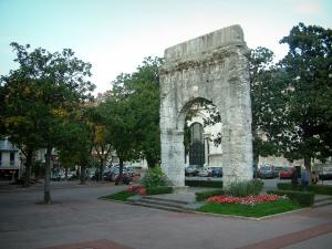 Aix-les-Bains - Campanus arch (Roman remains) and its square decorated with trees