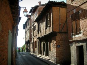 Albi - Narrow street lined with brick-built houses