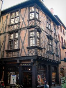 Albi - Enjalbert house (Pénitents pharmacy) with bricks, half-timberings and Renaissance carved beams