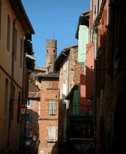Albi - Tower and brick-built houses in the old town