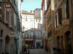 Albi - Shops and brick-built houses in the old town