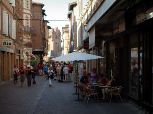 Albi - Shopping street with café terrace, shops and houses