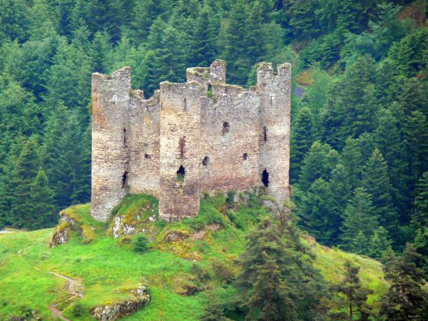 Alleuze Castle - Tourism, holidays & weekends guide in the Cantal
