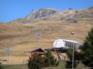 L'Alpe d'Huez - Winter and summer sports resort (ski resort): lift of the ski area in autumn
