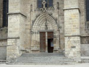 Ambert - Saint-Jean church of gothic style: Portal