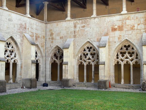 Ambronay abbey - Former Benedictine abbey (Cultural centre): Gothic cloister