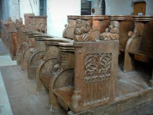 Ambronay abbey - Former Benedictine abbey (Cultural centre): Inside the abbey church: carved stalls