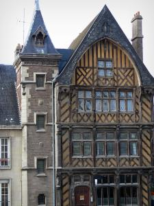 Amiens - Ancient timber-framed house