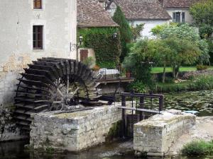 Angles-sur-l'Anglin - Water mill, Anglin river and houses of the village