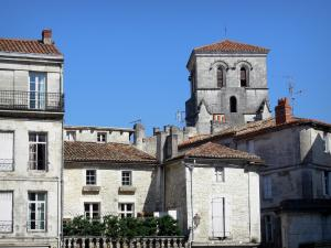 Angoulême - Bell tower of the Saint André church and houses of the upper town