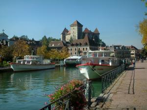 Annecy - Thiou canal with its jetty (port) and its speedboats, quai Napoleon III (quayside), rail decorated with flowers, museum-castle and houses of the old town