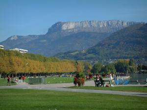 Annecy - Lawns of the Champ de Mars, Annecy lake, plane trees of the Albigny avenue, hills and mountain