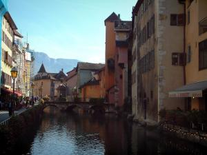 Annecy - Thiou canal, bridge, bank, Île palace (former prisons) and houses with colourful facades in the old town