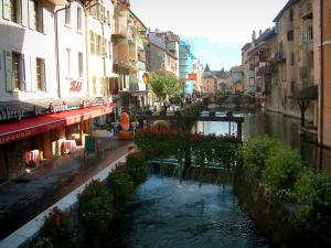 Annecy - Lock, Thiou canal, bank and houses with colourful facades