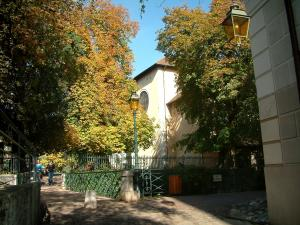 Annecy - Bank, lamppost, bridge and trees with autumn colours