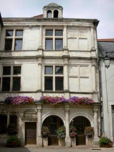 Arc-en-Barrois - Facade of the Renaissance house with flowers
