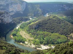 Ardèche gorges - Panorama of the Pas du Mousse bend from the Serre de Tourre belvedere