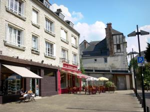 Argentan - Gevels en Sidewalk Cafe in de oude stad