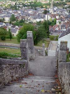Argenton-sur-Creuse - Stairs below the terrace of the Bonne-Dame chapel with a view of the bell tower of the Saint-Sauveur church and the houses of the old town