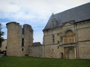 Assier - Renaissance château and its tower, in the Regional Nature Park of the Quercy Limestone Plateaus