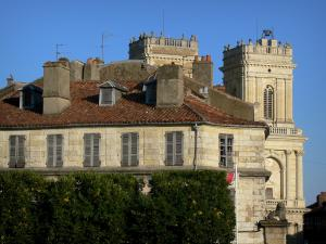 Auch - Facade of a house and towers of the Sainte-Marie cathedral