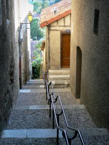 Auch - Pousterle de las Oumettos (stairway lined with houses)