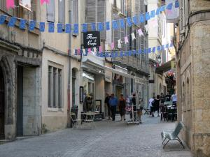 Auch - Rue Dessoles street with its houses and shops
